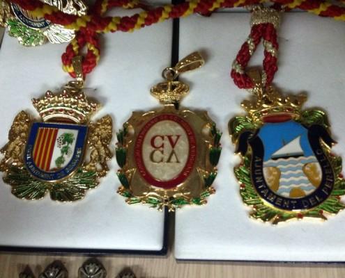 Medallas de cuello de varias instituciones